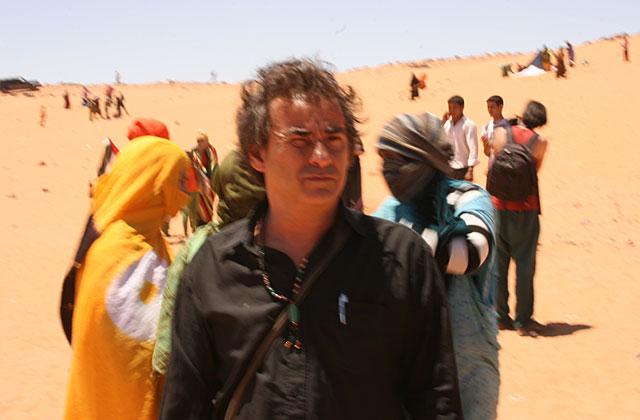 El actor, en los campos de refugiados del desierto.