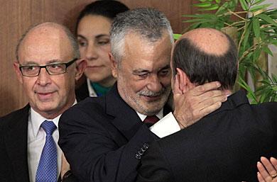 b333b6413a9 Griñán y Rubalcaba se saludan en la toma de posesión del presidente andaluz.