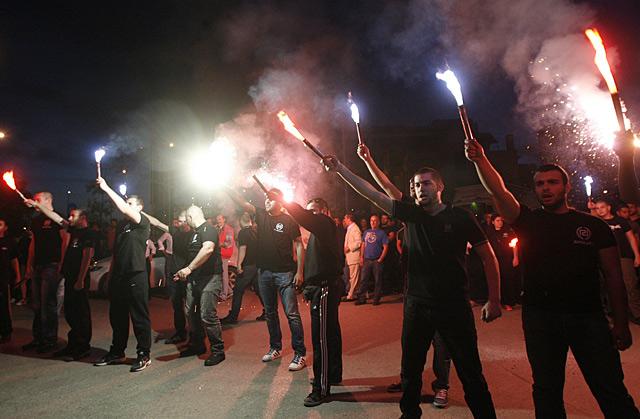 Simpatizantes de Amanecer Dorado celebran los resultados electorales.|Efe
