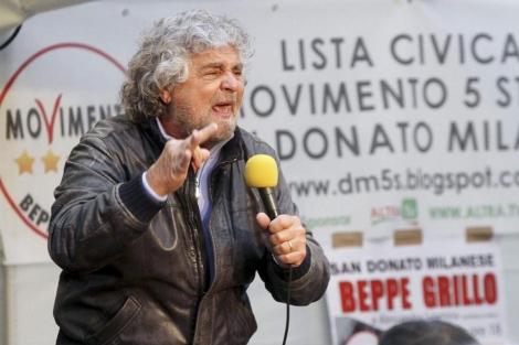 El cómico italiano Beppe Grillo, durante un mitin electoral. | Foto: C. d. S.
