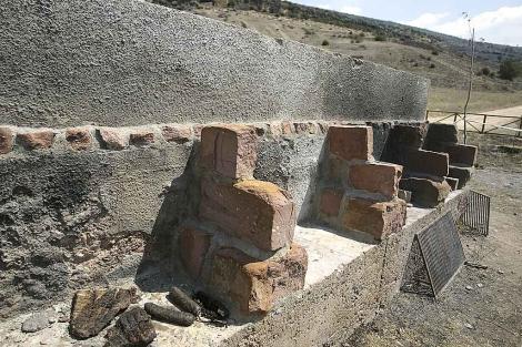 La barbacoa desde la que se originó el incendio en el Alto Tajo.   Alberto Cuéllar