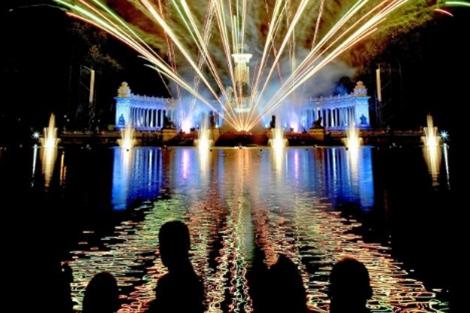 Celebración de las fiestas de San Isidro en el estanque del Parque El Retiro.| Oscar Monzón.