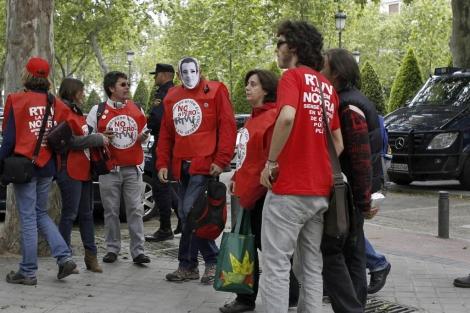 Concentración de los trabajadores de RTVV frente a la Audiencia. | J.J. Guillén