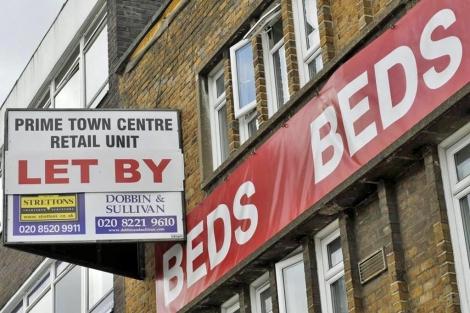 Un cartel de un piso en alquiler en el barrio de Stratford, junto al estadio olímpico. | Efe
