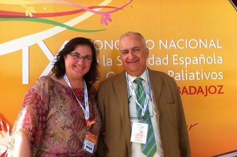 La doctora Francisco junto al presidente de SECPAL, Álvaro Gándara. | EM