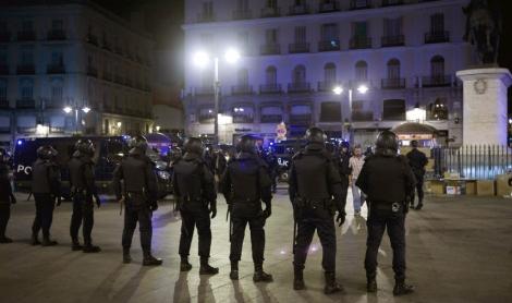 Antidisturbios en la Puerta del Sol en el desalojo de la madrugada del domingo. | Efe