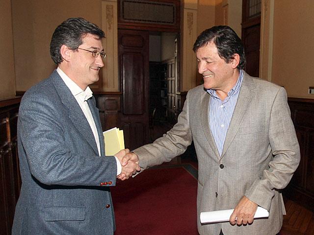 Javier Fernández (dcha.) e Ignacio Prendes, de UPyD, tras su reunión de la semana pasada. | Efe