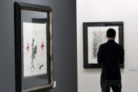 Obra de Tàpies en el Centro Cultural Okendo de San Sebastián. | Efe