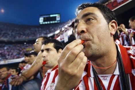 Seguidores del Athletic de Bilbao pitando en la Copa de 2009. | Vicente Bosch