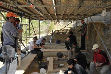 Miembros del equipo del IPHES durante las excavaciones. |IPHES