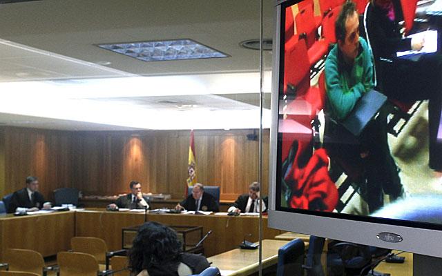 Martín Hernando asiste por videoconferencia al juicio. | Pool