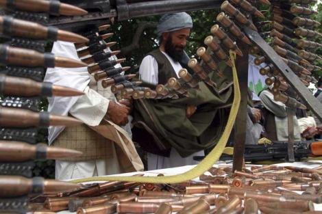 Talibanes que entregaron sus armas durante una ceremonia en Herat. |Jalil Rezayee