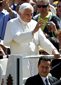 Gabriele y el Papa, el miércoles. | Reuters