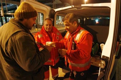 La UME de Córdoba durante una atención.   Cruz Roja.