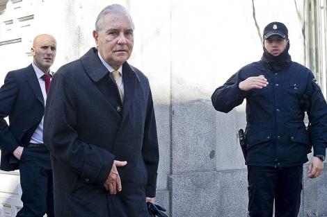 Carlos Dívar, saliendo de la sede del Consejo General del Poder Judicial. | Gonzalo Arroyo