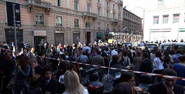 La Cámara de Comercio de Milán evacuada tras el seísmo. | Corriere della Sera