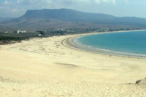 Aspecto que ofrece en la actualidad una de las playas de Vadevaqueros, en Tarifa.   E.M.