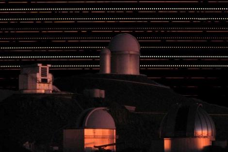 Montaje de las líneas de luz captadas por un telescopio, en el observatorio de La Silla.| 'Nature'