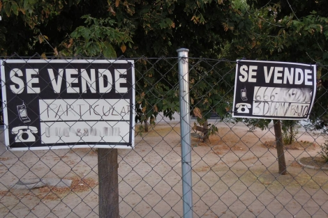Carteles de 'Se vende' en el distrito de Hortaleza de Madrid. | EM