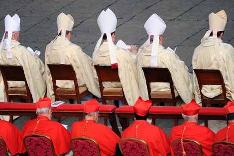 Cardenales en la Plaza de San Pedro. | Afp