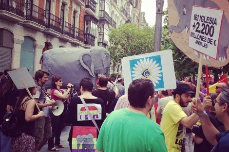 Manifestantes contra el gasto militar y los privilegios reales. | D. Silva