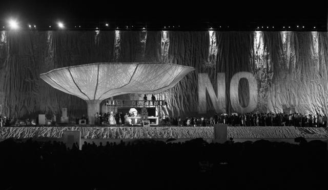 'No proyectado sobre el Papa', 2011© Julius von Bismarck, Santiago Sierra, VEGAP. Madrid, 2012