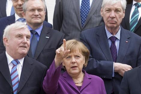 Angela Merkel, con miembros de su gobierno.