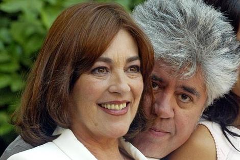La actriz y el director en la pormoción de 'Volver'.