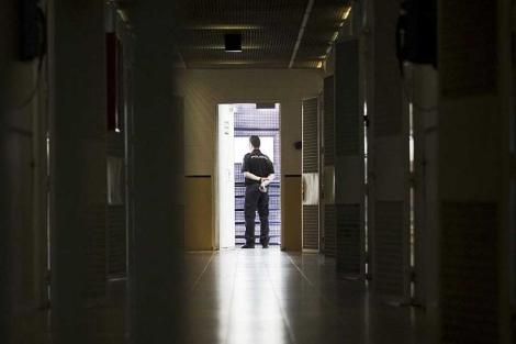 Imagen del interior del CIE de Madrid. | Emilio Naranjo / Efe