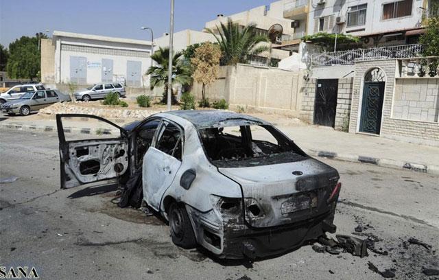 Restos de un coche afectado por una explosión en Damasco. | Reuters