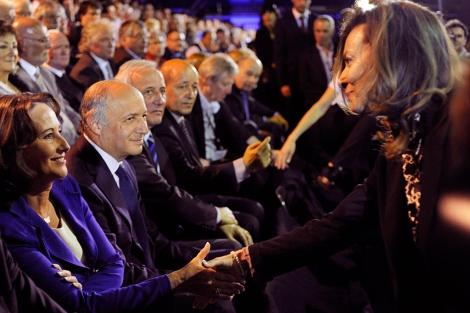 Royal y Trierweiler se saludan el pasado abril en un acto de campaña. | AFP