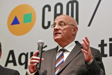Josep Oliú durante su intervención en la sede de Banco Sabadell-Cam. | Ernesto Caparrós