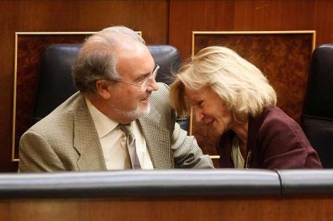 Pedro Solbes y Elena Salgado, en el Congreso, cuando ambos eran ministros. | A. Cuéllar