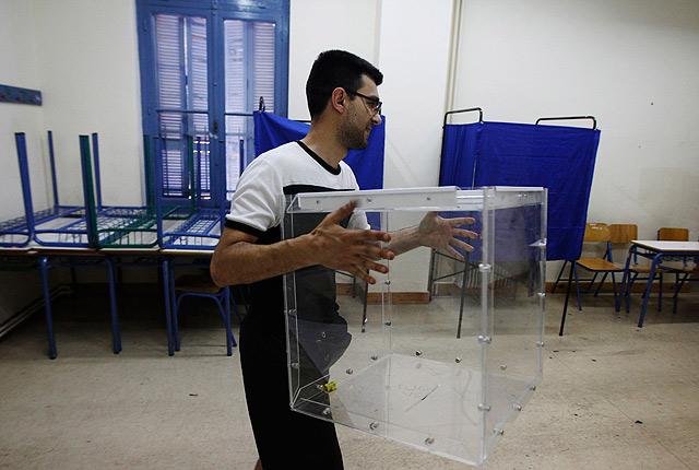 Grecia prepara su colegios electorales para las elecciones del 16 de junio de 2012. | Reuters