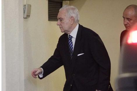 Carlos Dívar, a su llegada al pleno del Consejo.   Foto: Alberto Di Lolli