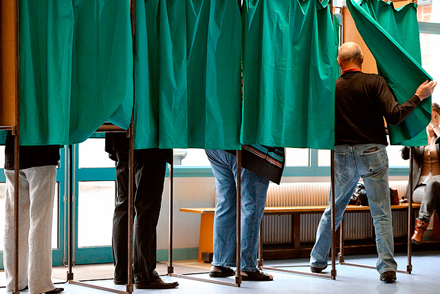 Los franceses empiezan a votar en la jornada para la segunda vuelta de las legislativas. | Afp