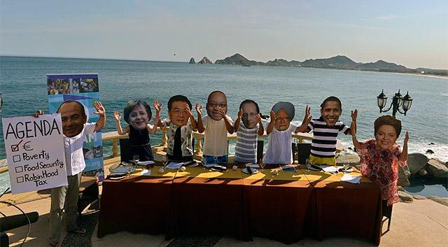 Parodia de varios activistas antes del inicio de la Cumbre en Los Cabos.   Afp