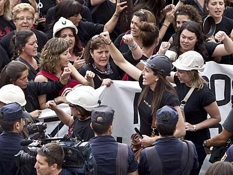 Las mujeres de los mineros en los aledaños del Senado. | Alberto Di Lolli