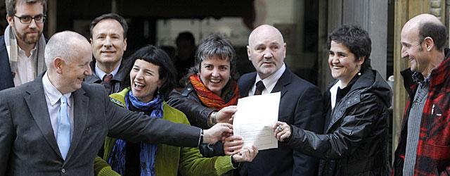 Miembros de Sortu en febrero de 2011 en la sede de Interior para inscribir el partido. | Alberto Di Lolli