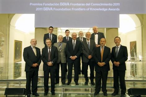 Los premiados con F. González y R. Pardo, presidente y director de la Fundación BBVA. | FBBVA