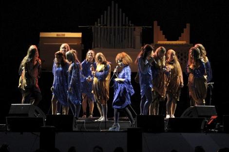 Björk, durante el concierto.   Efe