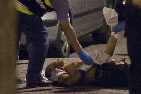 La víctima, en la calle Tánger de Madrid. | Gonzalo Arroyo