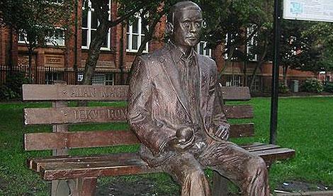 Estatua en recuerdo de Turing en Sackville Park, Manchester
