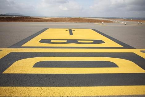 La pista del aeropuerto de Castellón, sin aviones. | Eugenio Torres