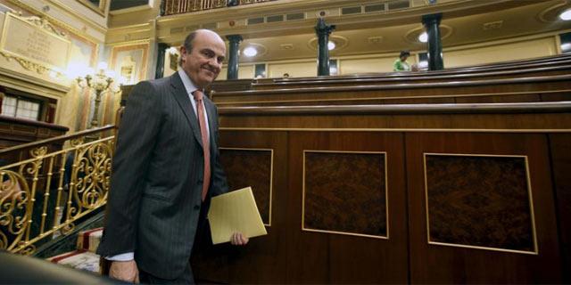 El ministro de Economía, Luis de Guindos, en el Congreso de los Diputados.   Efe
