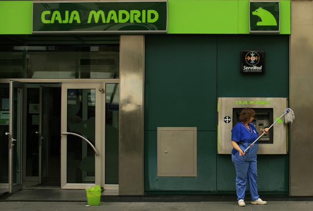 Una oficina de Caja Madrid (Bankia) en Sevilla. | Reuters