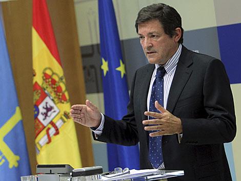 El presidente de Asturias, Javier Fernández, en la presentación del plan. | J. L. Cereijido/Efe