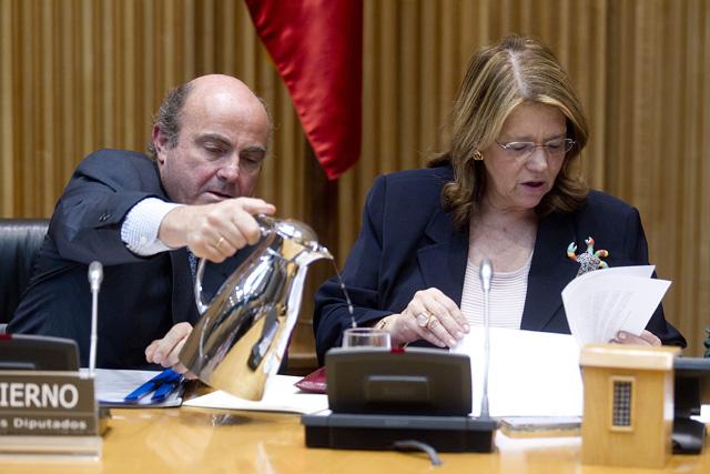 Elvira Rodríguez junto al ministro de Economía, Luis de Guindos. | Alberto Cuéllar