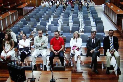 Banquillo de los acusados en la segunda sesión de juicio. | A. Pastor