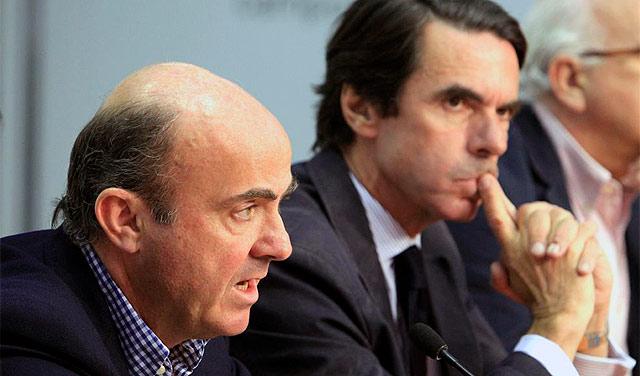De Guindo, junto a José Maria Aznar en la clausura del curso. | Efe